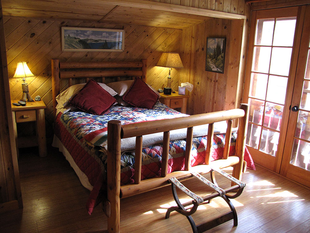 Rogue River cabin bedroom