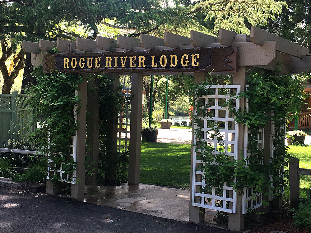 Lodge Entrance - Rogue River wedding