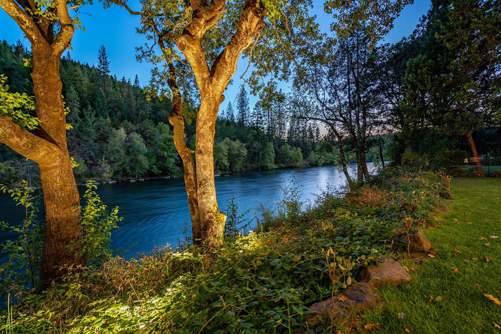Wedding by the river - Rogue River wedding