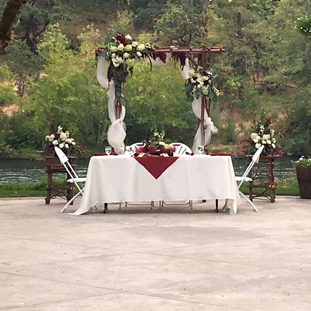 Bride and Groom Table - Rogue River wedding