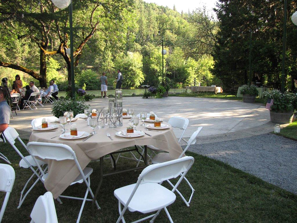 Rogue river wedding tables